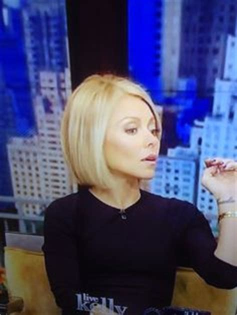 kelly ripa current hairstyle kelly ripa s new haircut thinking of going shorter