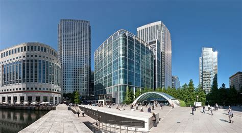 canary wharf canary wharf hospitalised after falling from 32 storey bank building