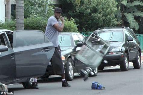 khloe new car lamar odom trashes photographer s gear after getting