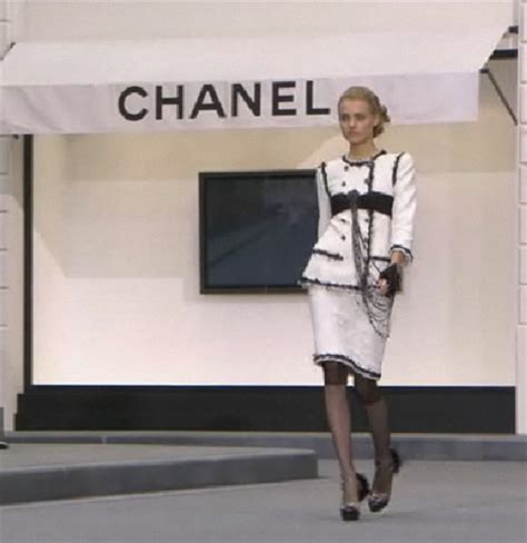 Anting Fashion Branded Chanel 2 the news expose
