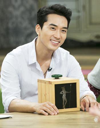 berita film obsessed song seung hun tak malu akui sebagai fans berat iu kabar