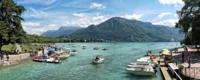 autocars tourisme aux abords du lac d annecy