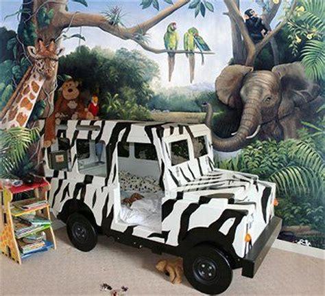 fun jungle safari bedroom decor forest jungle bedroom jungle themed bedroom safari jeep style bed so cool