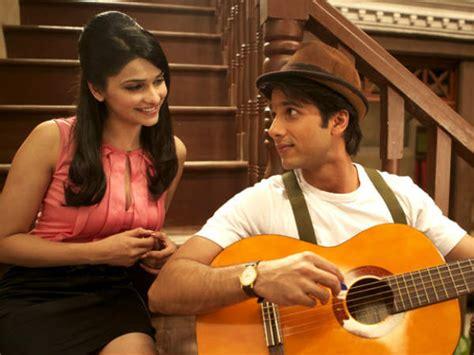 guitar biography in hindi प र च द स ई क ज वन पर चय और फ ट ज prachi desai