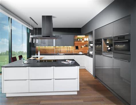 küchen modern schwarze hochglanz fliesen