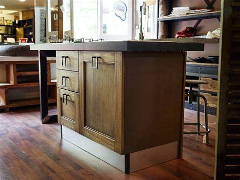 piano cottura in offerta cucina isola vintage shabby grey con lavello e piano