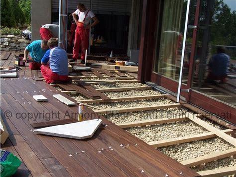 piastrelle in legno per esterni posa pavimento in legno per esterno