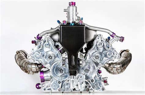 Porsche Shows Off 919 Hybrid S V 4 Engine For First Time