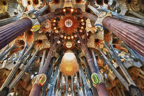 sagrada familia interno sagrada familia l icona di barcellona capolavoro