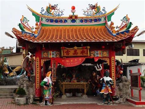 tua pek kong temple religious building batu pahat travelmalaysia