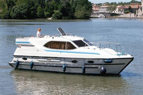 kosten ligplaats woonboot woonboot le boat countess bretagne huren jacht charter