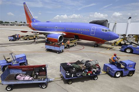 southwest airlines baggage policy southwest airlines will keep its bags fly free policy