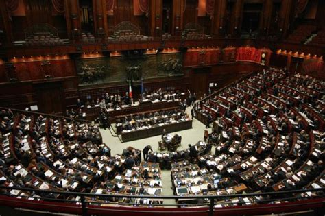 stipendi deputati come non funziona il taglio di stipendio dei parlamentari