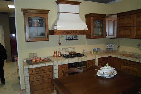 cucina in castagno lube cucine milva in castagno cucine a prezzi scontati