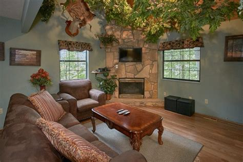 pigeon forge pet friendly cabin with indoor tub