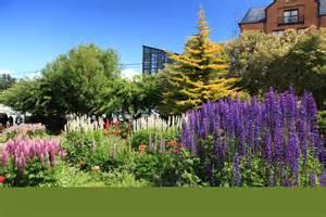 file flower garden in ushuaia 5542996965 jpg