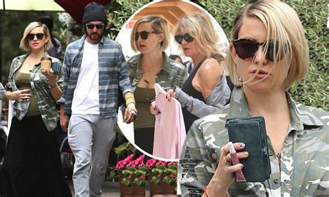 Kate Hudson Spotted Buying Baby Clothes Is She by Kate Hudson Wigs Out While Shopping With