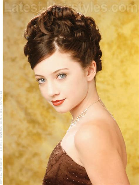 Hairstyles For Winter Formal by 20 Totally Easy Hairstyles To Recreate This Winter