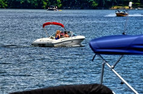 lakes in maryland for boating 10 deep creek lake boating facts deep creek lake blog
