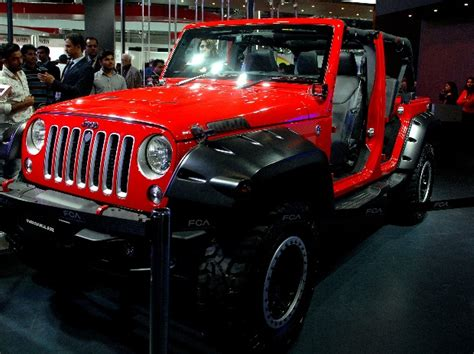 Jeep Model Cars In India Fiat Debuts Jeep Wrangler Models In India