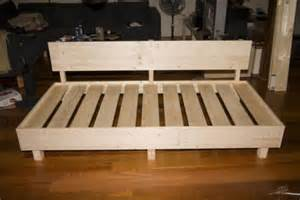 sofa selber bauen ein diy sofa aus paletten pictures to