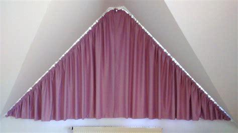 vorhang draperie nahen dreiecksfenster gardinen befestigen pauwnieuws