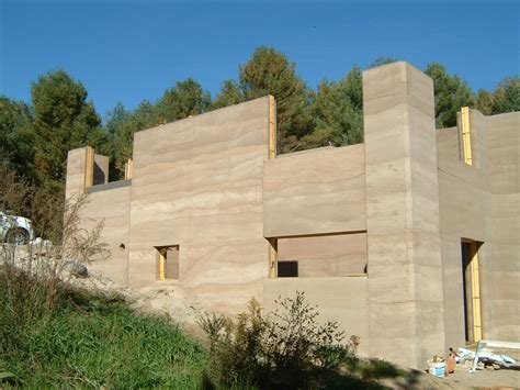 rammed earth house rammed earth structures 187 bec green