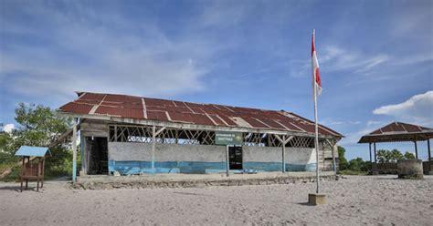generic structure film laskar pelangi a replica of laskar pelangi elementary school in bukit