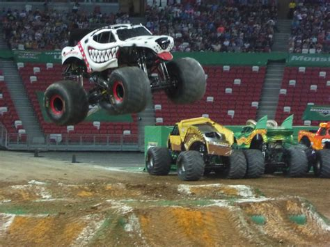 monster truck jam video monster jam monster trucks in singapore shaunchng com