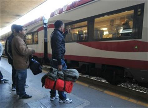 consolato francese genova immigrati la francia blocca i treni scontro con italia