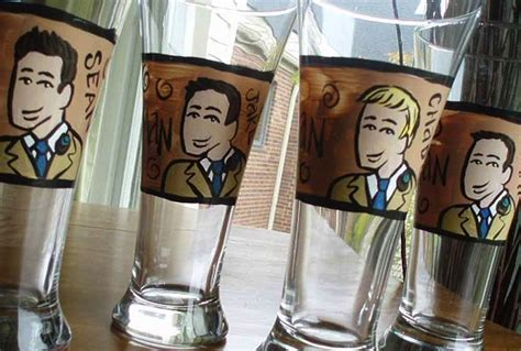 rad wedding gifts for groomsmen best man handpainted glasses 2