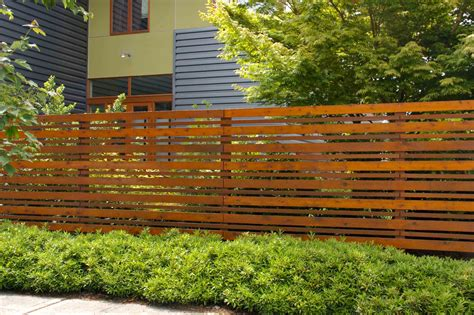 Fencing Ideas For Small Gardens Building A Fence With Obtuse Angle Building Construction Diy Landscape