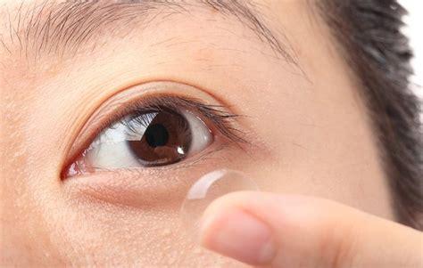 3 penyakit mata yang bisa dialami si pemakai lensa kontak