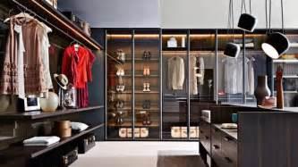 kleiderschrank schienensystem begehbarer kleiderschrank planen schranksysteme und