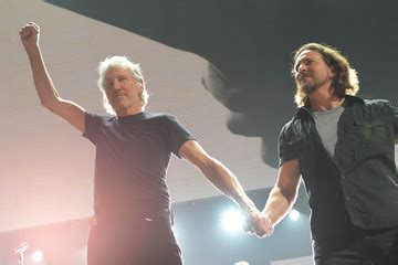 who sings comfortably numb eddie vedder connections zimbio