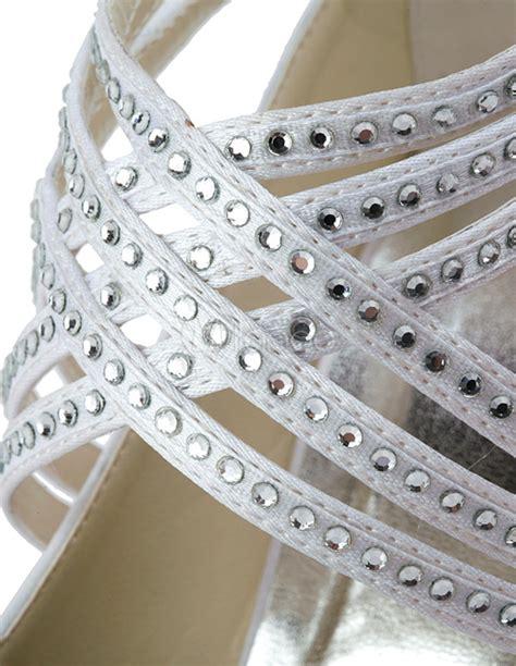 Weiße Brautschuhe Mit Riemchen by Stilvolle Damen Brautschuhe Mit Kreuzenden Riemchen Und