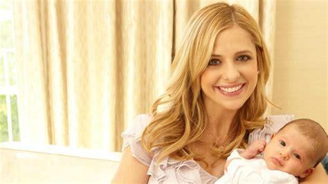 sarah michelle gellar shares sweet throwback photo with sarah michelle gellar wishes daughter charlotte happy
