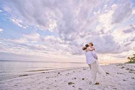 Real Weddings: Sarah and Steven's Small Wedding on Sanibel