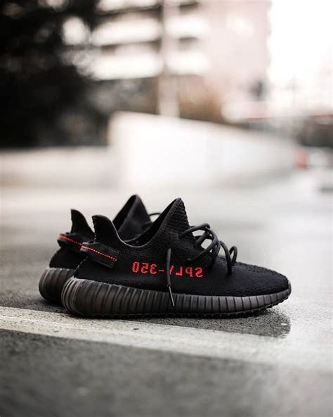 Sepatu Adidas Yeezy Boost 350 V2 25 best ideas about black yeezy boost on yeezy trainers nike running trainers and
