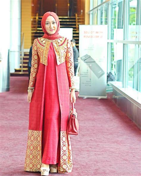 Longdress Batik Pesta Batik Modern 35 model baju batik pesta terbaru 2018 elegan dan berkelas