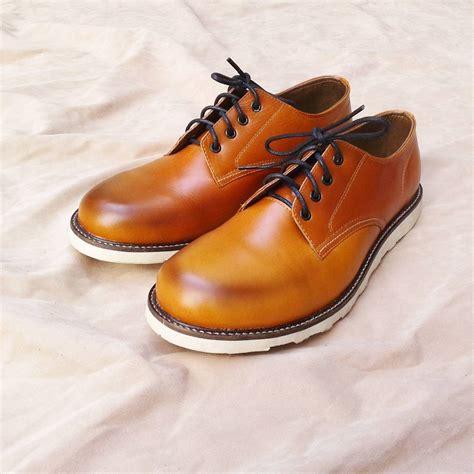 Sepatu Formal Kasual Pria Cowok Murah Moofeat Low Boots Coklat jual sepatu casual pria dan wanita yang elegan dari kulit asli