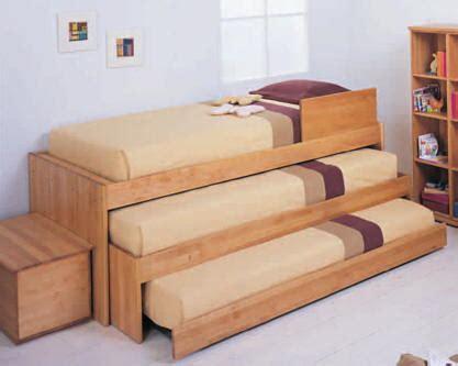 10 clever home decor ideas to max out the style of small dormitorio para 3 ni 209 os y camas triples via dormitorios