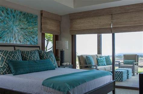 Impressionnant Deco Chambre Bleu Canard #1: deco-bleu-canard-accents-sur-le-lit-peinture-murale-blanche-lit-en-bois-marron-deco-murale-art-moderne-en-bleu-canard-e1484832900687.jpg