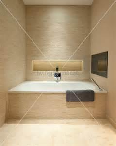 badewanne mit duscheinstieg badewanne podest raum und m 246 beldesign inspiration