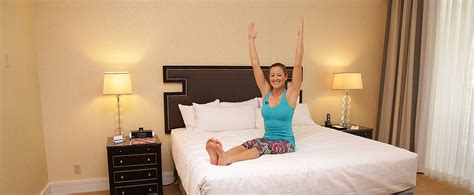 Hotel Room Ab Workout by Abs Exercises You Can Do In Your Hotel Room Popsugar Fitness