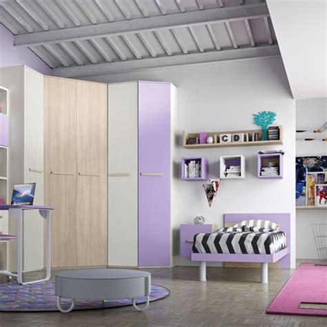 camerette con cabina armadio angolare cameretta con cabina armadio e un letto completa di zona