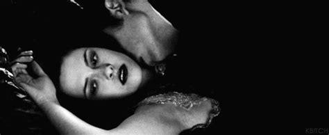 imagenes tumblr con movimiento haciendo el amor impresionante gif en movimiento de edward mordiendo a