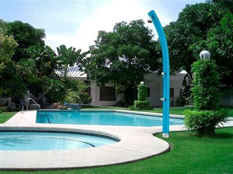 doccia in piscina docce da giardino accessori piscine modelli docce da
