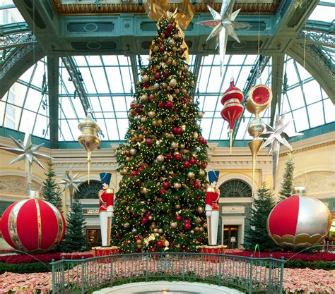 vegas attractions over christmas attractions make the season bright in las vegas las vegas blogs