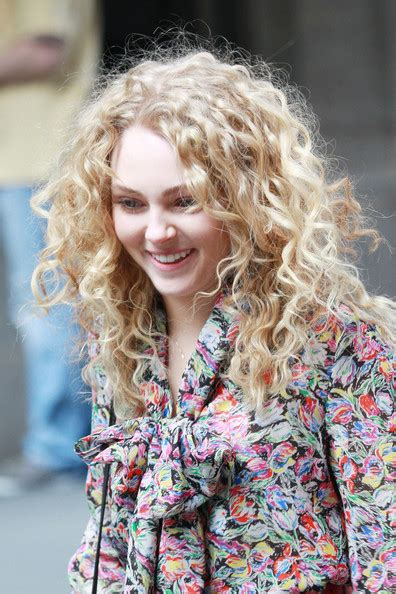 carrie diaries hairstyles more pics of annasophia robb long curls 44 of 58